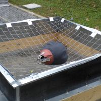 Test für Widerstandskraft des Fallschutzgitters ALTIGRID für Lichtkuppel