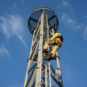 Vertikales Fallschutsystem VERTILIGNE VERTIC auf Masten